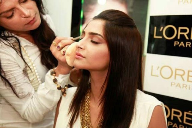Pics of : Bollywood Makeup Artist You
