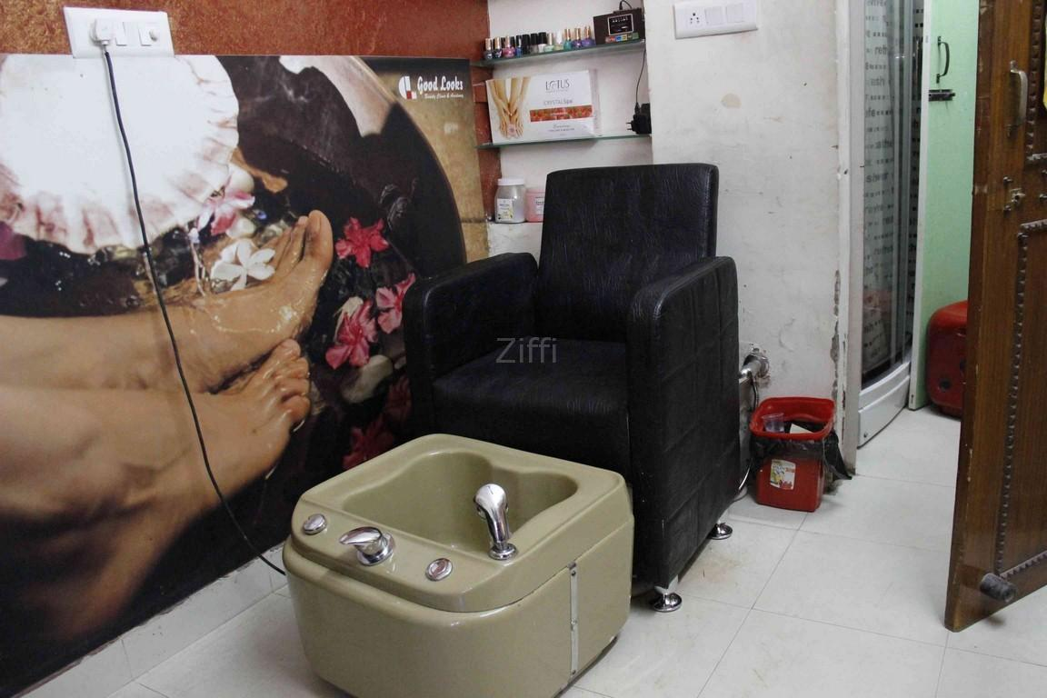 good-looks-beauty-clinic-new-delhi-janakpuri