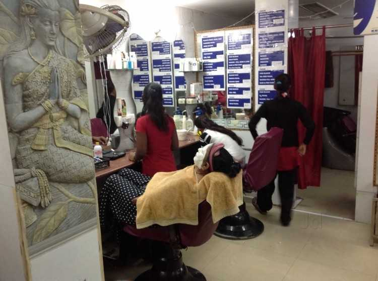crown-hair-beauty-clinic-new-delhi-ashok-vihar