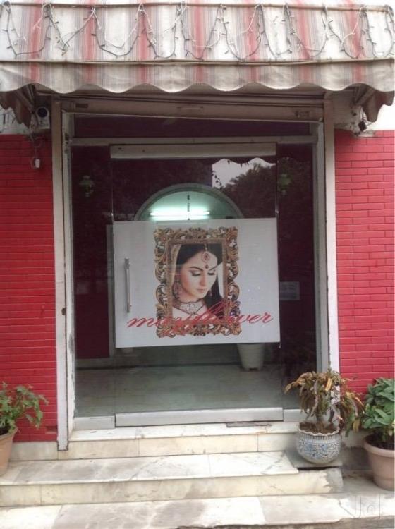 the-mayflower-beauty-parlour-new-delhi-paschim-vihar